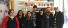 5 jóvenes CFGM de Peluquería y Cosmética Capilar y su profesora Teresa del CEPA La Balanguera visitan Francisco Peluqueros