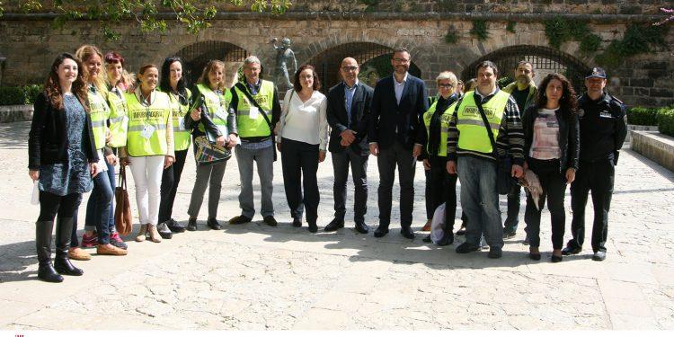 """10 personas en paro de larga duración informan a comercios y recogen sugerencias de ciudadanos mediante el programa """"Palma Visibles"""" del SOIB contratados por PalmaActiva"""