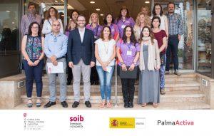 """El batle de Palma i el director del SOIB coneixen com s'estan formant les 10 alumnes treballadores de """"Palma Informa"""""""