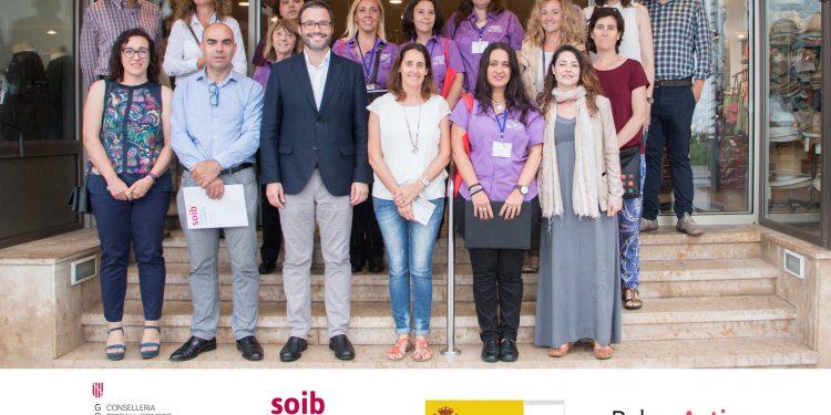 """El alcalde de Palma y el director del SOIB conocen cómo se están formando las 10 alumnas trabajadoras de """"Palma Informa"""""""