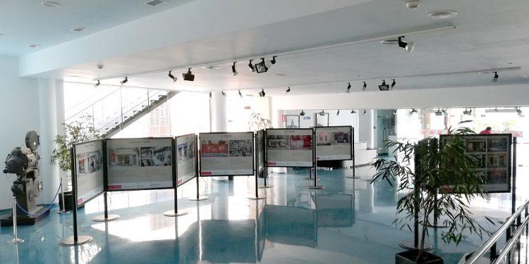 L'exposició fotogràfica d'establiments emblemàtics de Palma es trasllada al vestíbul del teatre Xesc Forteza
