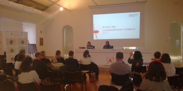 Conferència a PalmaActiva sobre el futur del cooperativisme a les Balears