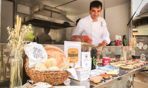 """El quiosco de PalmaActiva ayuda a promocionar el """"Pa d'aquí"""" con motivo del Día Mundial del Pan"""