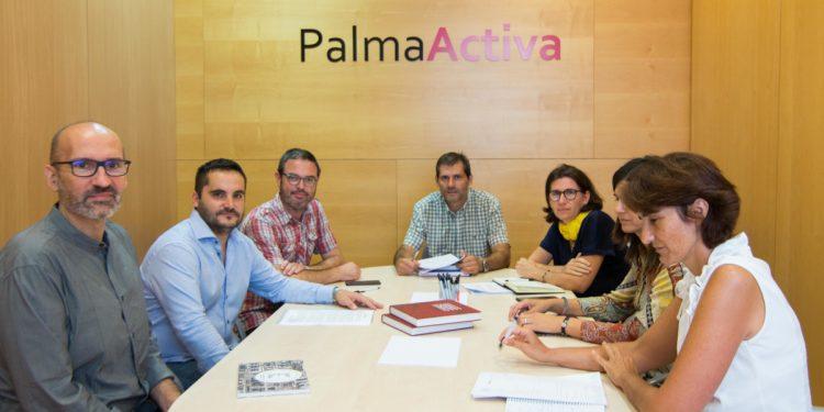 Reunió entre PalmaActiva i el Govern per parlar d'establiments emblemàtics