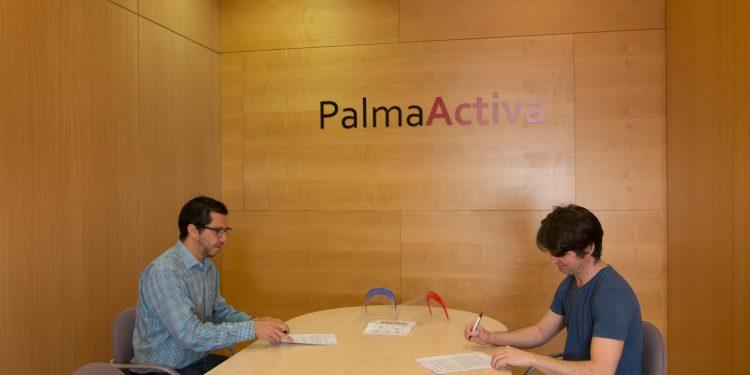 PalmaActiva repartirá entre comercios, mercados y restauradores 1.500 pantallas faciales protectoras donadas por Makers Mallorca