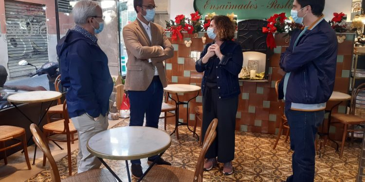 El batle i el regidor de Promoció Econòmica visiten dos forns per donar suport a la Ruta del Llonguet