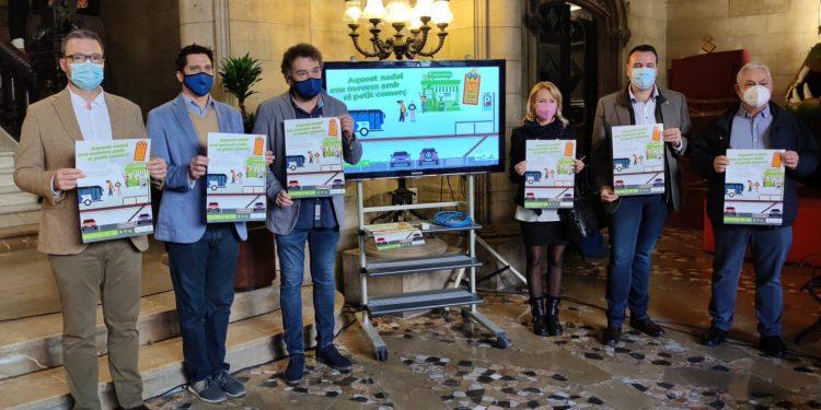 """L'Ajuntament llança la campanya """"Aquest Nadal, mou-te amb el petit comerç"""", que permet obsequiar els clients amb tiquets d'aparcament i bitllets d'autobús"""