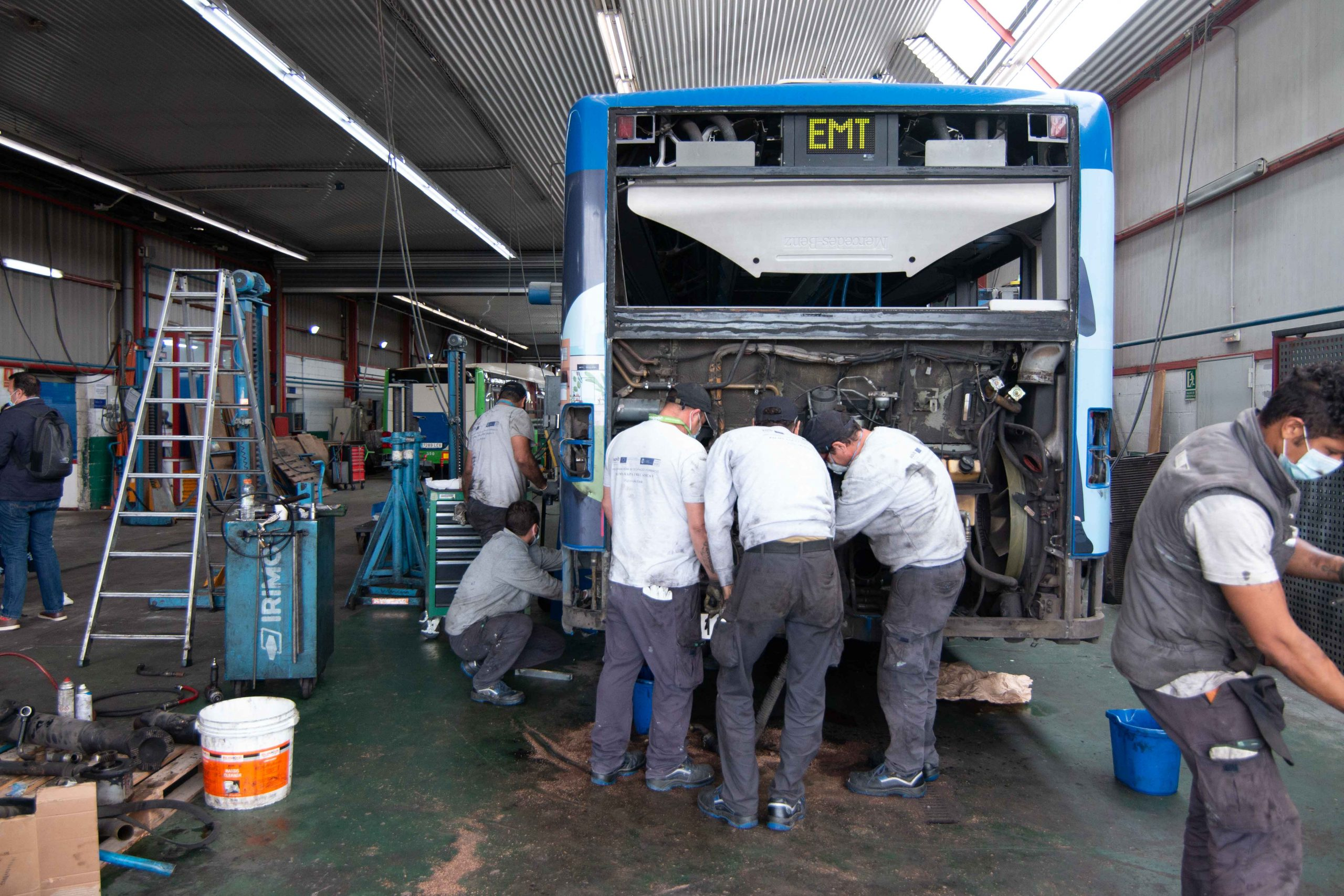 20 alumnes estan obtenint certificats de professionalitat de carrosseria i d'electromecànica de vehicles gràcies a PalmaActiva i als programes de formació i ocupació SOIB Jove i SOIB 30