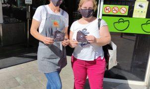 El Ayuntamiento entregará un millar de mascarillas reutilizables entre los placeros de los mercados municipales permanentes
