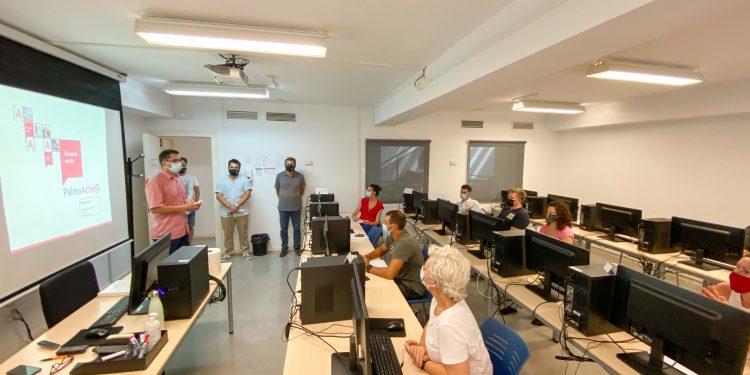 PalmaActiva ofrece formación a 24 comercios para mejorar sus competencias digitales y presencia en internet y redes sociales
