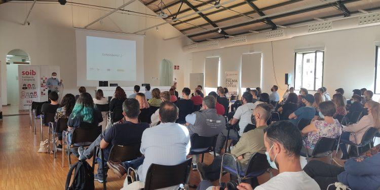 Finalizan en PalmaActiva los programas de formación y empleo SOIB Jove y SOIB 30, gracias a los cuales 57 personas han trabajado y se han formado en el Ayuntamiento de Palma